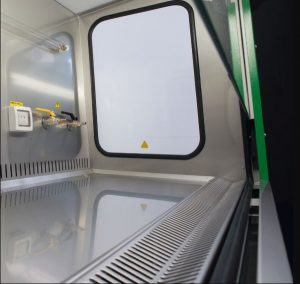 Cửa sổ bên và góc bo tròn Tủ an toàn sinh học cấp 2 EuroClone SafeMate 1.5